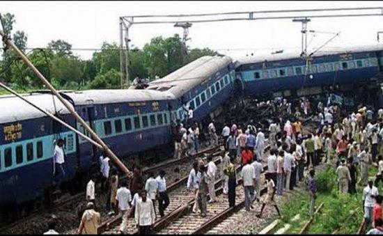 Un tren expres a deraiat în India. Cel puţin 10 oameni au murit 479