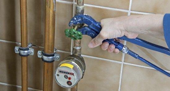 Senat: Alimentarea cu apă NU poate fi întreruptă, din cauza restanţierilor, celor care îşi achită facturile  482