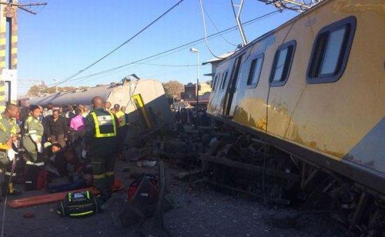 Două trenuri de călători s-au ciocnit în Johannesburg 479