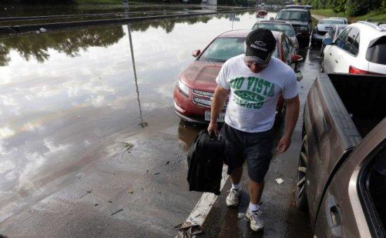 Inundaţiile din Texas şi Oklahoma au ucis 21 de oameni. 11 persoane sunt în continuare date dispărute 479