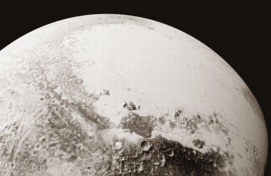 Noi imagini spectaculoase cu planeta Pluto 132