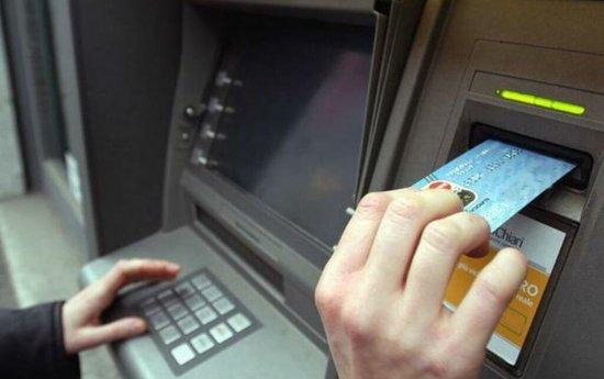 Tastează codul pin invers la bancomat! Iată ce se va întâmpla 534