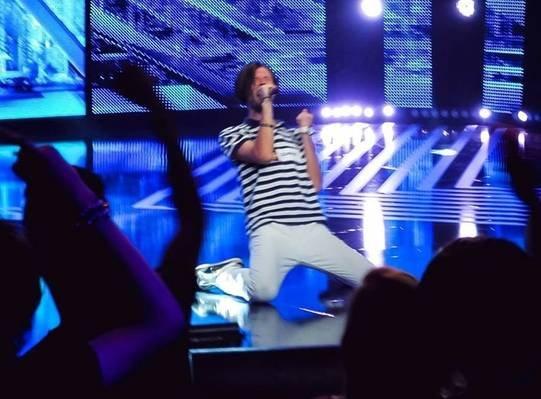 Un concurent de la X Factor, rănit în explozia din clubul Colectiv! Mama acestuia e în lacrimi 534
