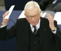 Huiduieli în Parlamentul European. Discursul lui Poettering, comparat cu al naziştilor