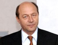 """Băsescu - """"surprins"""" că Guvernul trimite trupe în Ciad, fără acordul CSAT"""