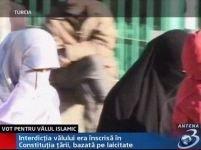 Parlamentul Turciei a autorizat purtarea vălului islamic în şcoli