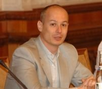 """""""Eficienţă maximă"""" în Plen: deputaţii au dezbătut 54 de acte normative în 40 de minute"""