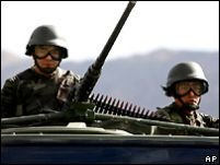 Turcia continuă intervenţia armată în regiunea kurdă din nordul Irakului