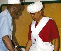 Scandal în SUA. Hillary arată o fotografie cu Obama, îmbrăcat ca un musulman