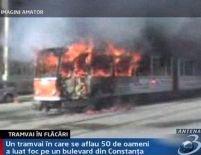 Un tramvai plin cu călători a luat foc, în Constanţa <font color=red>(VIDEO)</font>
