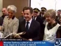 Sarkozy a gafat din nou: a furat o poşetă, pentru Carla <font color=red>(VIDEO)</font>