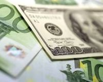 Euro a atins un nou record faţă de dolar