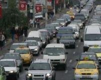 Blocaj pe Drumul Naţional 1. Coloana de maşini se întinde pe mai mulţi kilometri