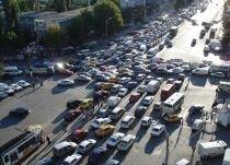Infotrafic. Din cauza aglomeraţiei, circulaţia pe DN1 dinspre Braşov, deviată pe DN1A