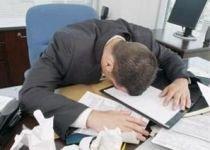 Studiu: Jumătate dintre angajaţii stresaţi şi-ar bate şeful
