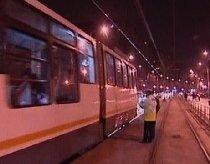 Grav accident rutier în Capitală: O maşină s-a răsturnat pe linia de tramvai 41