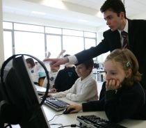 Guvernul îşi propune ca fiecare elev, către anul 2020, să aibă un.