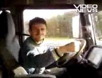 Atenţie, trec manelişti! Cum se distrează un şofer de TIR pe autostradă (VIDEO)