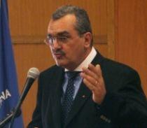 Miron Mitrea aruncă cu săgeţi spre PSD: Politicienii laşi şi profitori se opun unui acord cu FMI