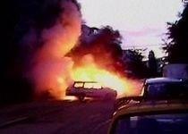 Cinci maşini, incendiate într-o parcare din Galaţi (VIDEO)