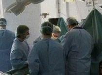 Operaţie dificilă în Capitală: Copil de trei ani, supus unei intervenţii de extirpare a unor tumori la ochi