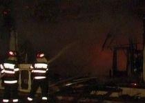 Pericol de explozie, în Capitală: Un restaurant în care se aflau cinci butelii a luat foc
