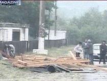 Bilanţul pagubelor provocate de furtună. 44 de localităţi, 3 drumuri naţionale şi 7 şcoli, afectate