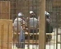 Activitate intensă pe un şantier din Galaţi. Muncitorii îşi ocupă timpul jucând cărţi (VIDEO)