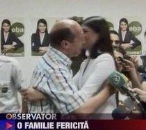 """Preşedintele a sărbătorit """"succesurile"""" Elenei Băsescu, pe melodia """"Fetele lui tata"""" (VIDEO)"""