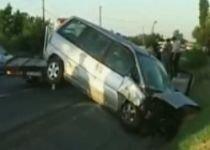 Poliţist în comă, după ce a fost lovit de un microbuz în timp ce ancheta un accident (VIDEO)