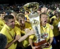 """Dan Petrescu, îndrăgostit de trofeul Ligii I: """"Am dormit cu trofeul lângă pat"""""""