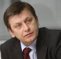 Crin Antonescu: Suntem dispuşi să participăm la consultări privind criza economică