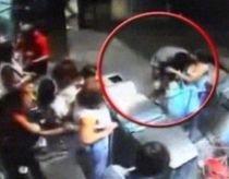Indiferenţă fatală, la Napoli: Român de etnie romă, lăsat să moară la metrou (VIDEO)