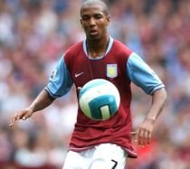 Ashley Young, de la Aston Villa, dorit de Barcelona