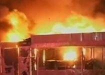Incendiu devastator, într-o piaţă din Târgovişte: Patru magazine au fost distruse (VIDEO)