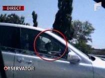 Copil la volan, pe un drum cu patru benzi. Un bărbat îşi lasă fiul de câţiva ani să conducă (VIDEO)