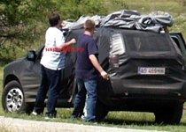 SUV-ul Dacia, învăluit în mister. Imagini cu noul model, în timpul testelor pe Transfăgărăşan (FOTO)