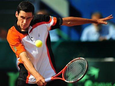 """Hănescu, """"plastilină"""" în mâinile lui Simon: 2-6, 5-7, 2-6. Cîrstea, eliminată şi ea de la Wimbledon la dublu"""