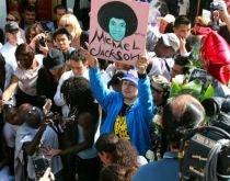 Legiştii exclud varianta unei crime în cazul morţii lui Michael Jackson