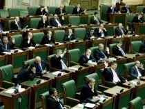 Măsură anti-cheltuială: Doi senatori cer construirea de locuinţe de serviciu pentru aleşii Parlamentului