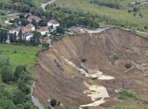 Alunecare de teren în Germania. Trei oameni sunt daţi dispăruţi