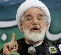 Iran suspendă un ziar al opoziţiei. Noi proteste de stradă