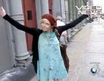 Courtney Love către paparazzi: Vă rog, nu-mi mai fotografiaţi fiica! (VIDEO)
