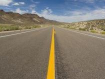 Libia îşi construieşte o autostradă de 1.700 de km prin deşert