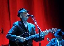 Leonard Cohen, din nou la Bucureşti. Artistul a fost aplaudat îndelung de public (VIDEO)