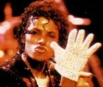 Manuşă purtată de Michael Jackson, vândută la licitaţie pentru 49.000 de dolari