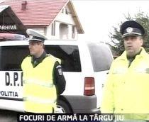 Târgu Jiu. Doi bărbaţi care spărseseră un magazin, capturaţi după ce poliţiştii au deschis focul