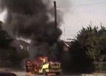 Taxi cuprins de flăcări, pe o stradă din Timişoara (VIDEO)