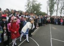 Speriaţi de huiduieli, politicienii nu s-au prezentat la începerea noului an şcolar