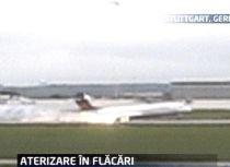 Un avion a luat foc în timpul unei aterizări forţate efectuate la Stuttgart (VIDEO)